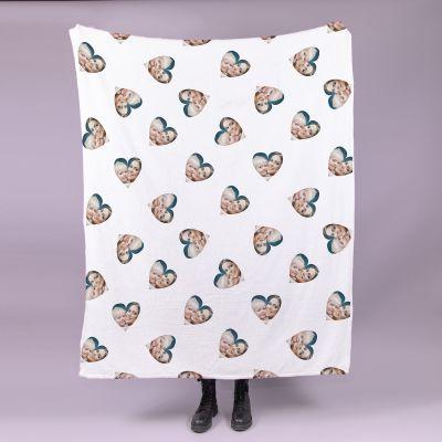 Lille tæppe med mange ansigter hjerteformet billede