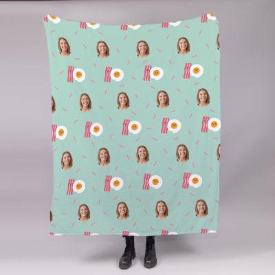 Lille tæppe med multi-face motiv og forskellige baggrunde