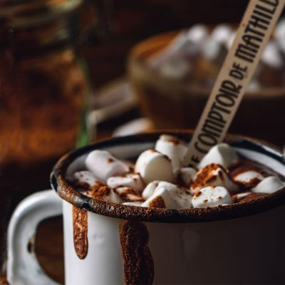 Varm chokolade på en ske