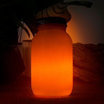 Ild i glas soldrevet lampe