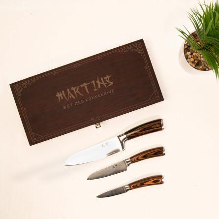 Damaskus-knivsæt i træboks med tekst