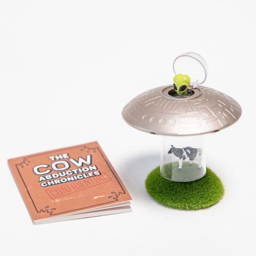 Ko-bortførende UFO med bog