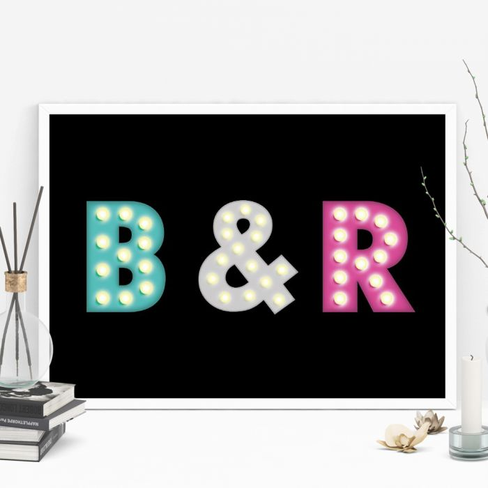Personaliseret plakat med farverige initialer