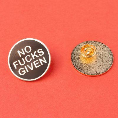 Homewear & accessoires - No Fucks Given pin