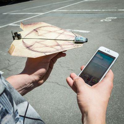 Gaver til børn - PowerUp 3.0 - fjernstyret papirsflyver til smartphone