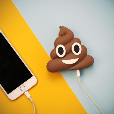 Gave til en drengeven - Emoji Poop Oplader til Smartphones