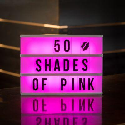 Sjov på kontoret - Biograf neonskilt med farver