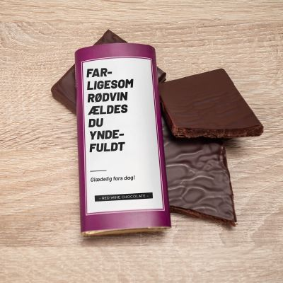 50 års fødselsdagsgave - Personaliseret rødvinschokolade
