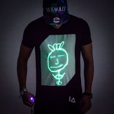 Gaveideer - Interaktiv Selvlysende T-Shirt