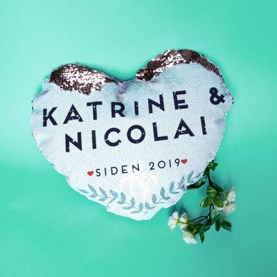 Bryllupsdagsgave - Personaliseret og hjerteformet Pudebetræk med Pailetter og navn