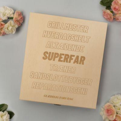 50 års fødselsdagsgave - Personaliseret Chokolader i trææske med tekst